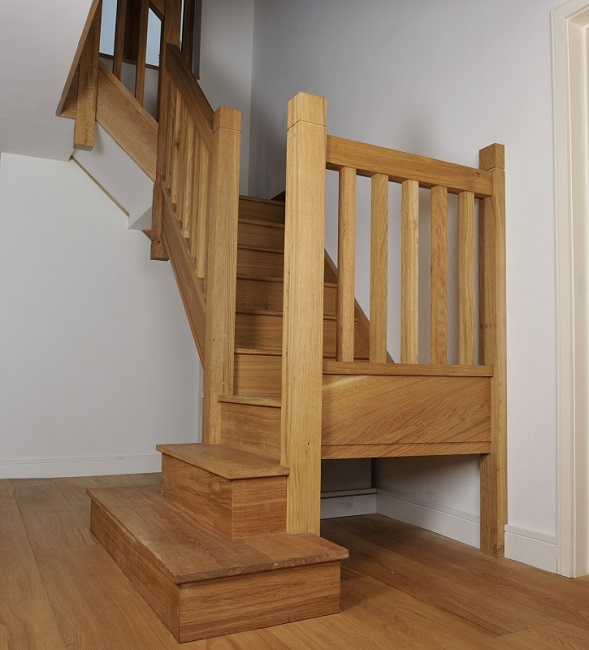 Oak Staircase With Square Chunky Newels Spindles And