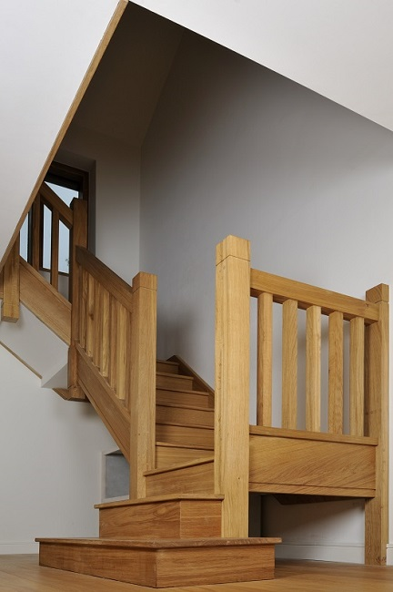 Oak staircase with square chunky newels, spindles and double square curtail.1