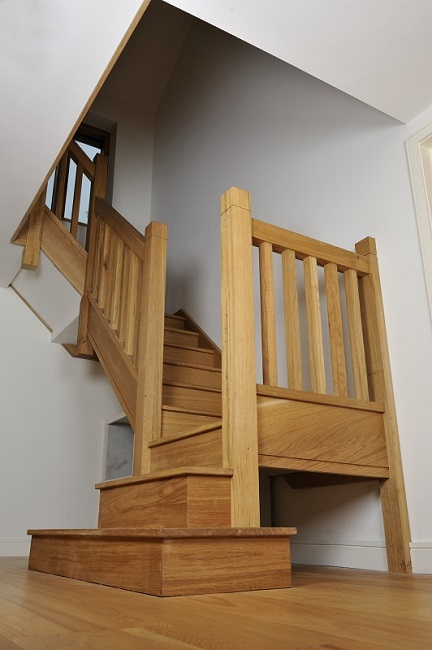 Oak staircase with square chunky newels, spindles and double square curtail.2