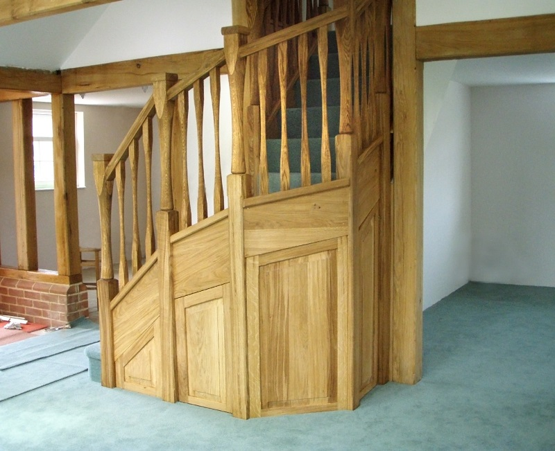 Oak staircase with slender style spindles and newels. Left wind. 3.